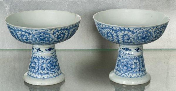 15: Pair Chinese Thai market blue-and-white stem cups