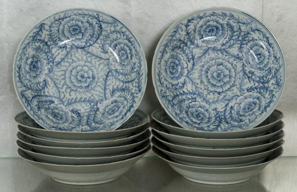 17: Set (12) Chinese Thai market blue-and-white dishes