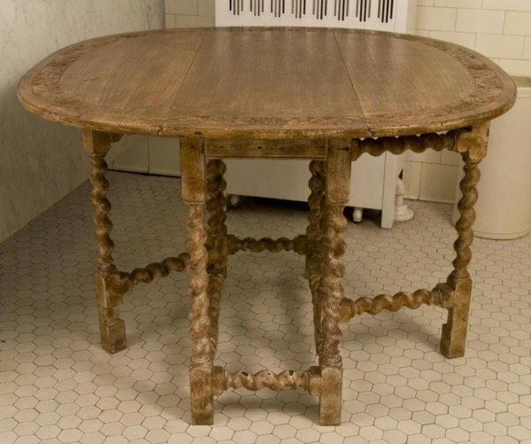 359: Old Jacobean style oak gate leg table