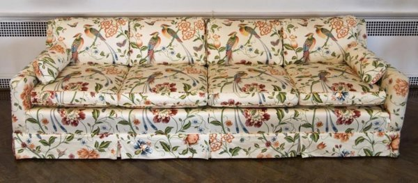 372: Mid-Century 4-seat sofa in Chinoiserie pattern chi