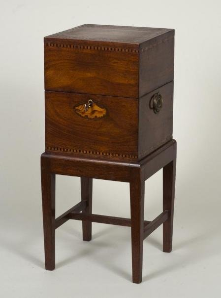 443: George III mahogany inlaid bottle case on stand