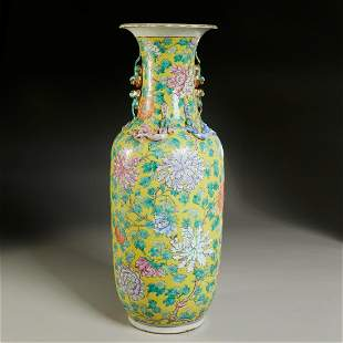 Large Chinese Export famille jaune vase