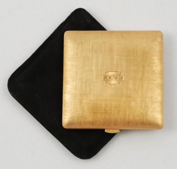 1534: Yellow gold powder compact by Mario Buccellati