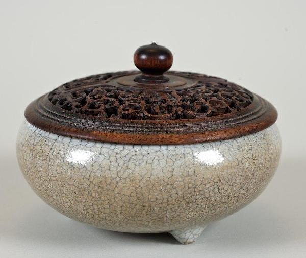 2016: Antique Chinese Guan-ware tripod water pot