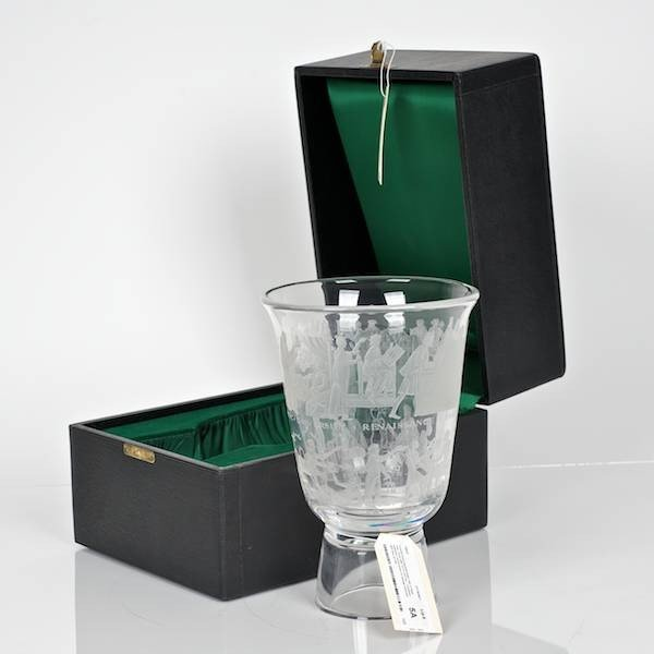 5A: Orrefors Expo engraved glass vase in fitted case