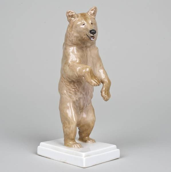 1005: Meissen model of a standing Grizzly Bear