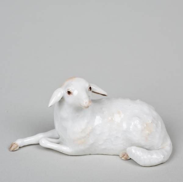 1009: Small Meissen porcelain model of a recumbent lamb
