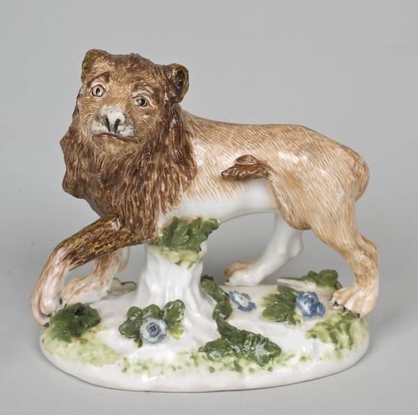 1010: Antique German porcelain lion attrib. to Meissen