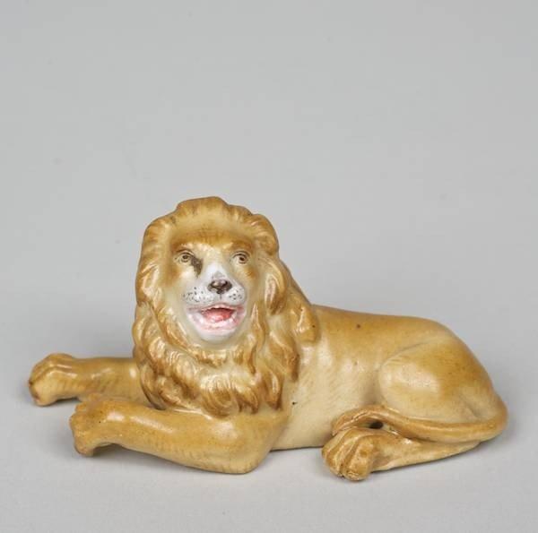 1016: Meissen porcelain model of a recumbent lion