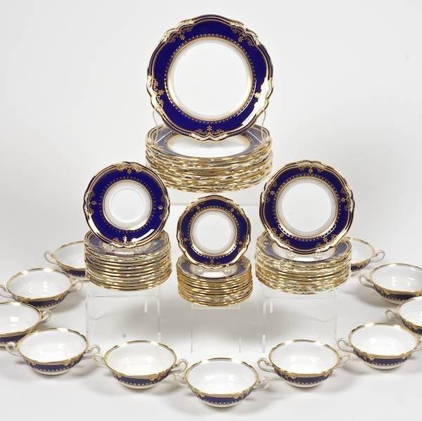 2031: Spode Lancaster pattern porcelain dinnerware set