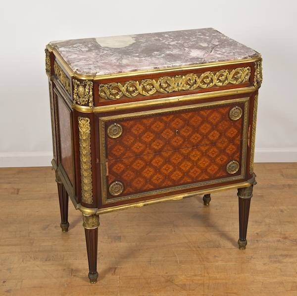 3002: Fine quality Louis XVI style secretaire commode