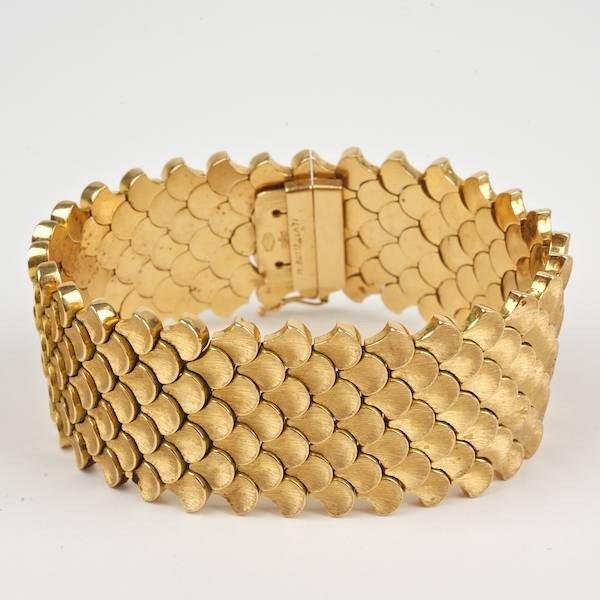 3440: 18K gold scale link bracelet by M. Buccellati