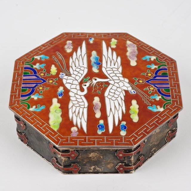 1010: Nice Japanese hammered silver and enamel box