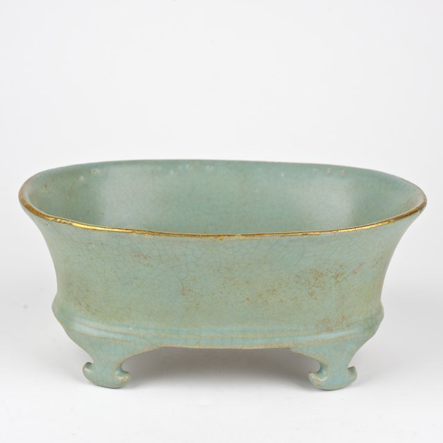 1015: Chinese footed bowl with possible Imperial inscri