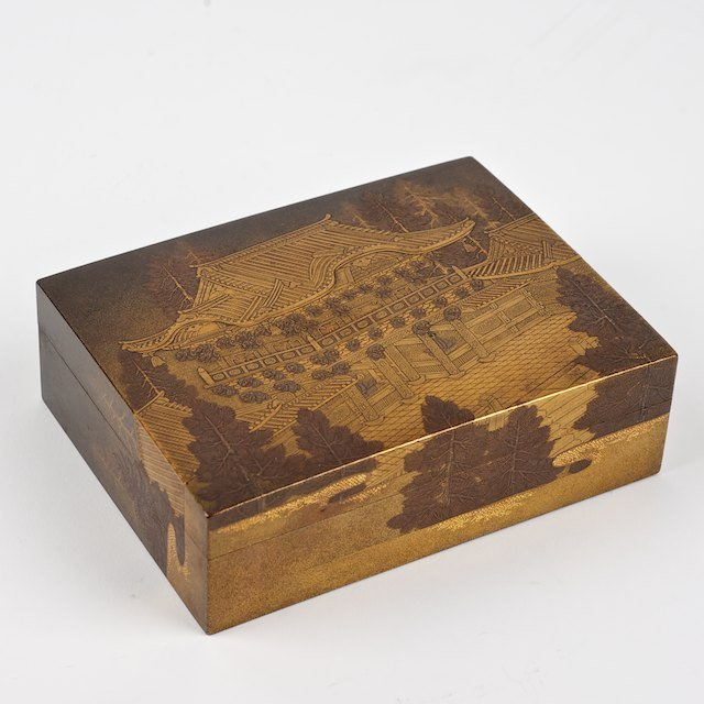 1016: Fine quality Japanese lacquer box