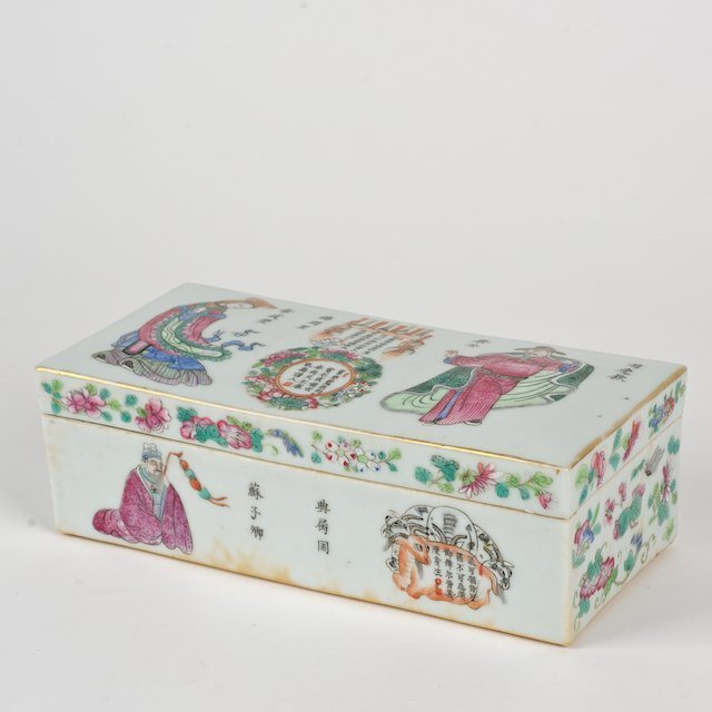 1019: Chinese famille rose porcelain box
