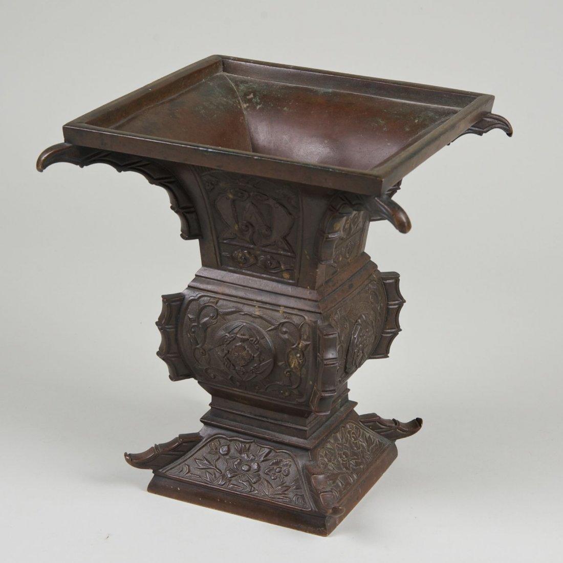 Antique Chinese archaistic bronze vessel