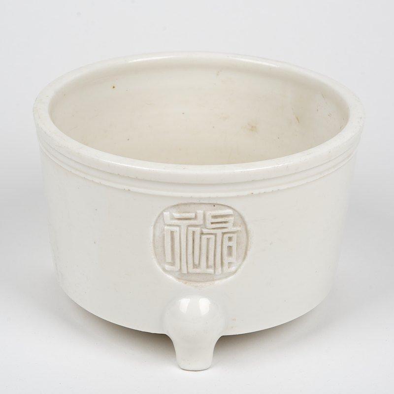 Chinese blanc de chine tripod vessel