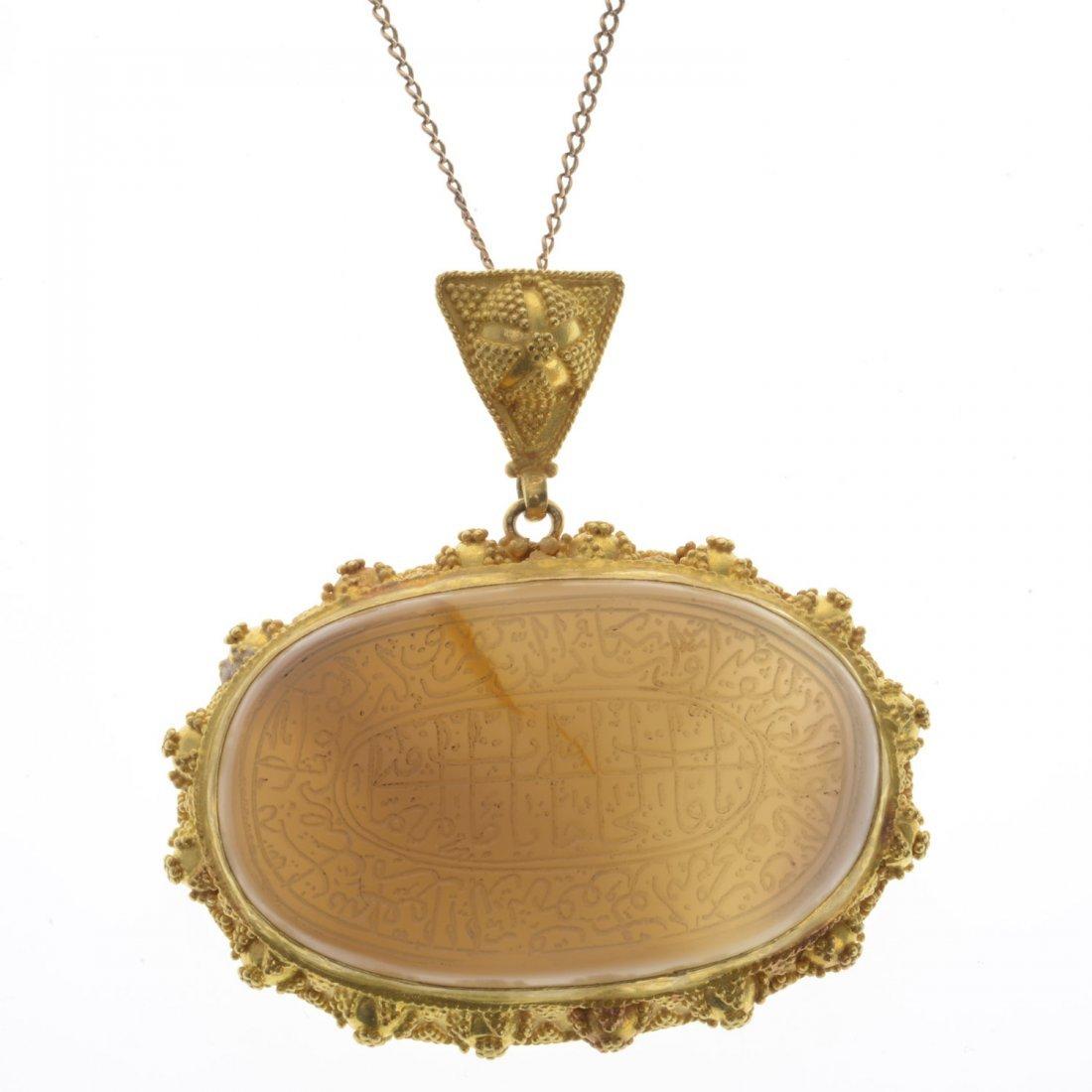 Mughal 18k gold hardstone tawiz pendant