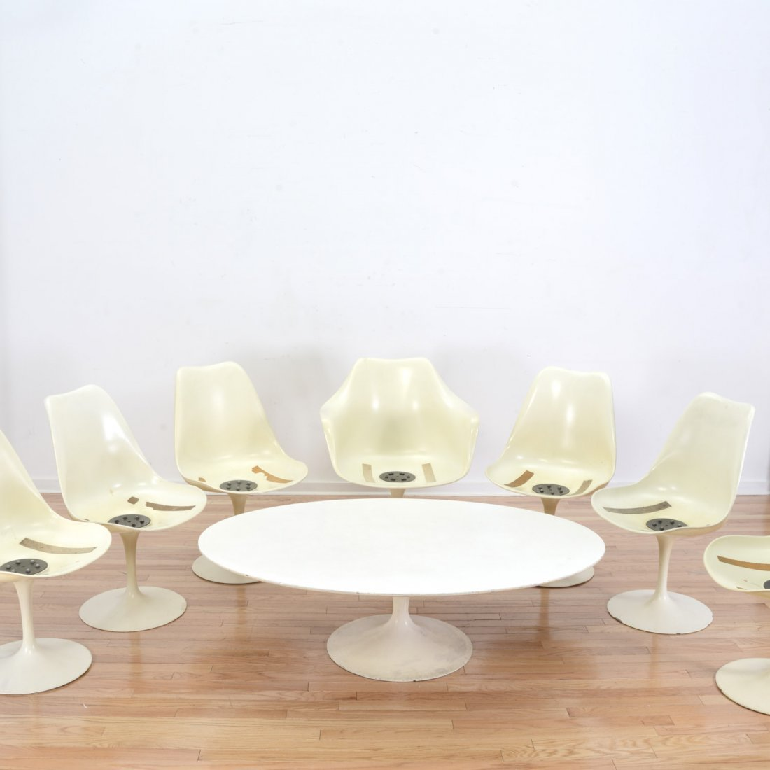 (7) Eero Saarinen tulip chairs and coffee table