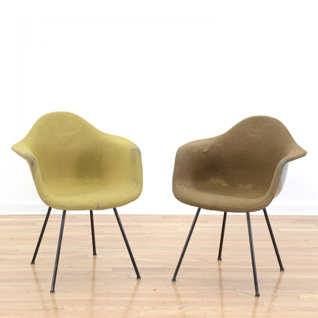 "Pair Charles and Ray Eames ""DAX-1s"" chairs"
