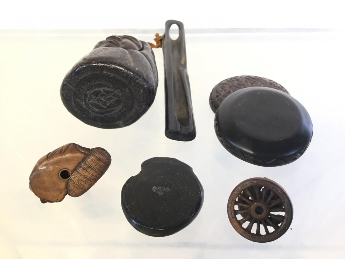 Group Japanese carved wood accessories - 3
