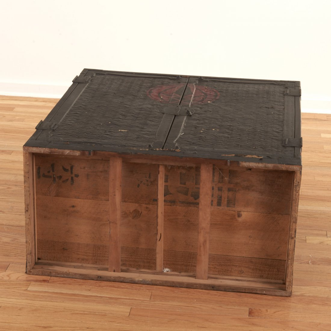 Japanese black painted rattan traveling chest - 10