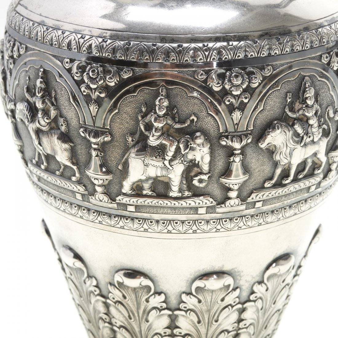 Indian silver ewer with deity decoration - 4