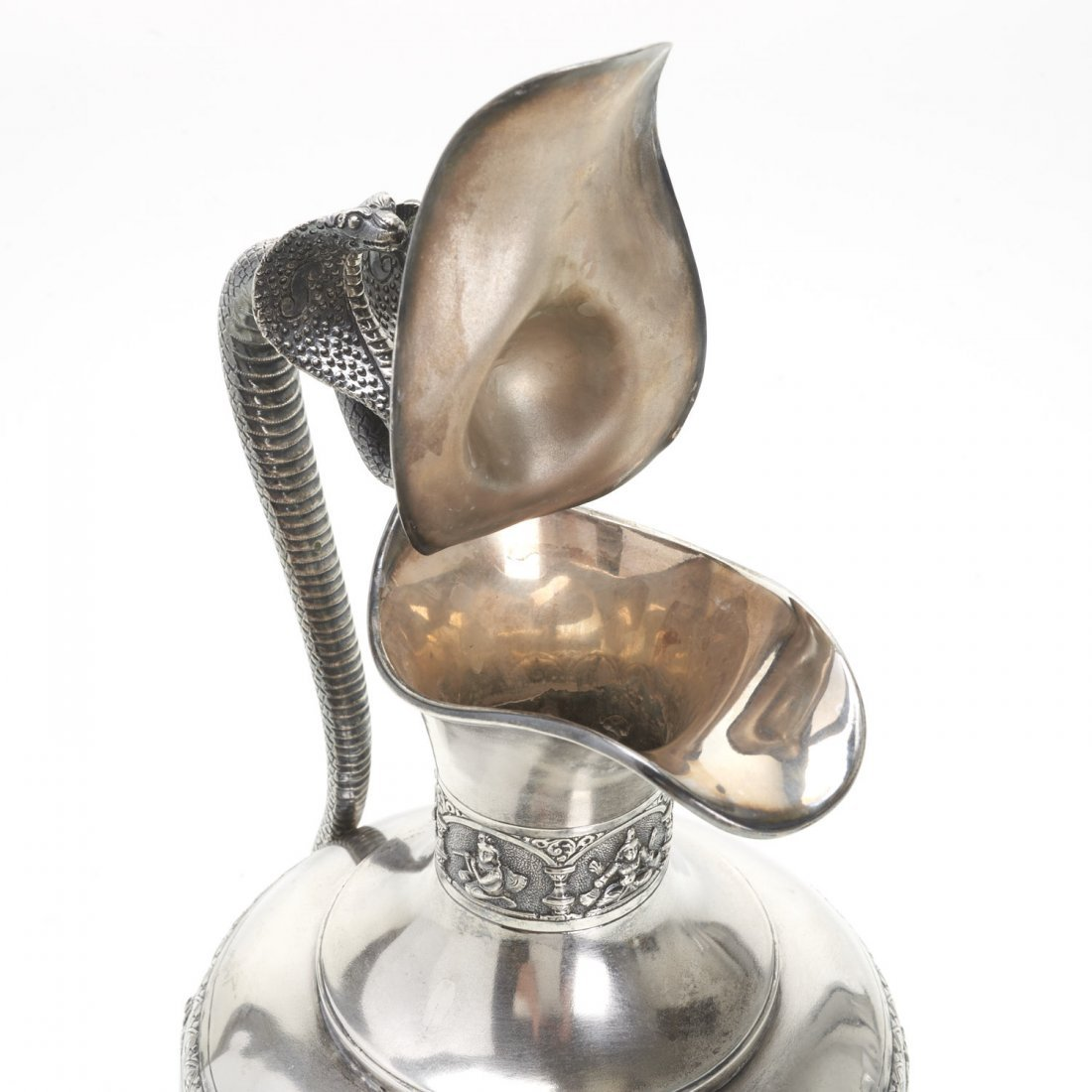 Indian silver ewer with deity decoration - 8