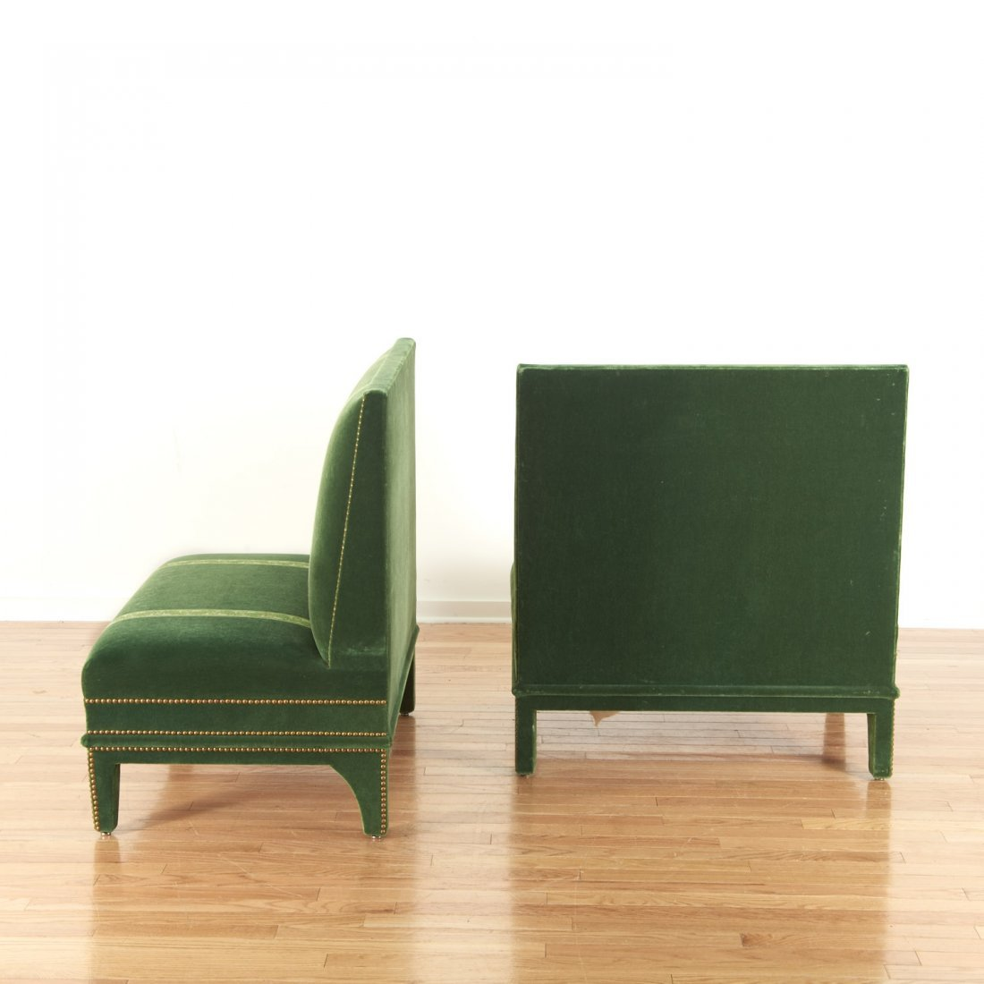 Pair Renzo Mongiardino style closed-nail velvet sofas - 4