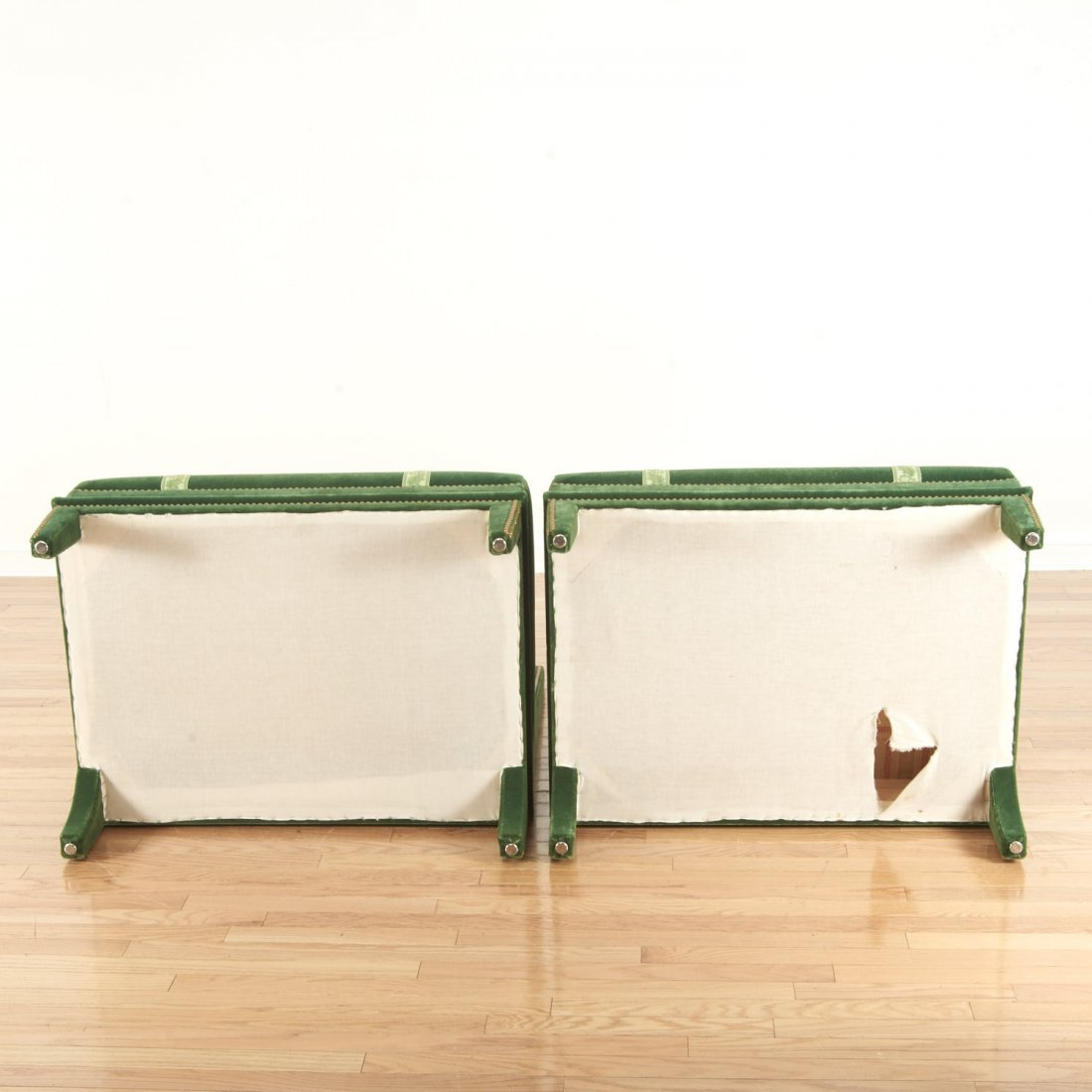 Pair Renzo Mongiardino style closed-nail velvet sofas - 6