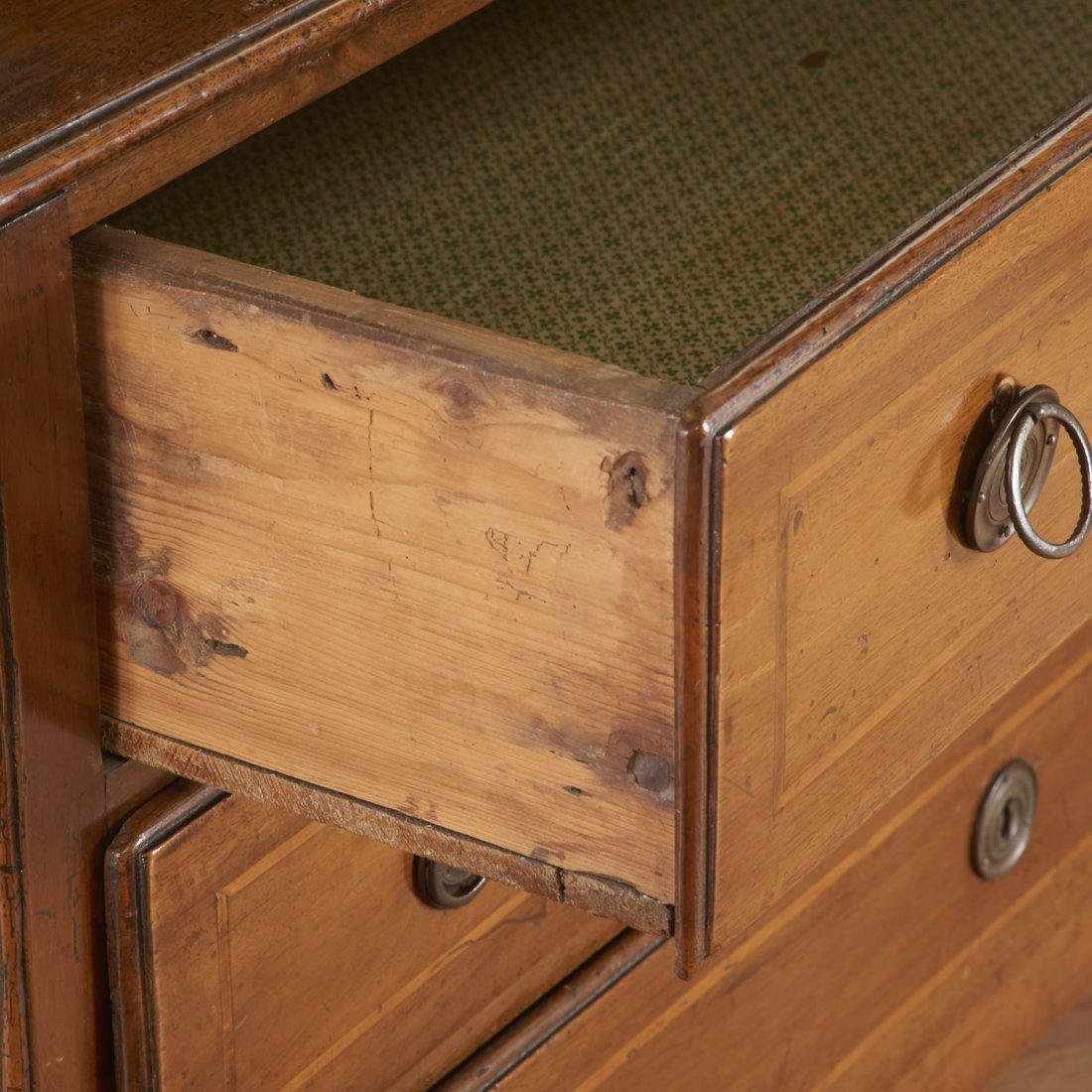 Continental inlaid walnut commode - 3
