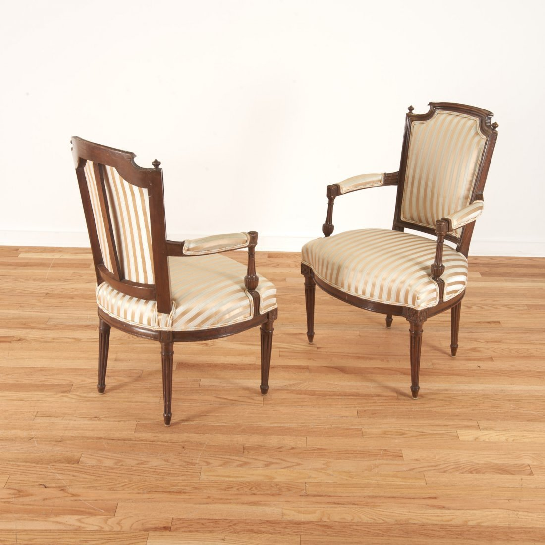 Pr Directoire silk upholstered mahogany fauteuils - 2