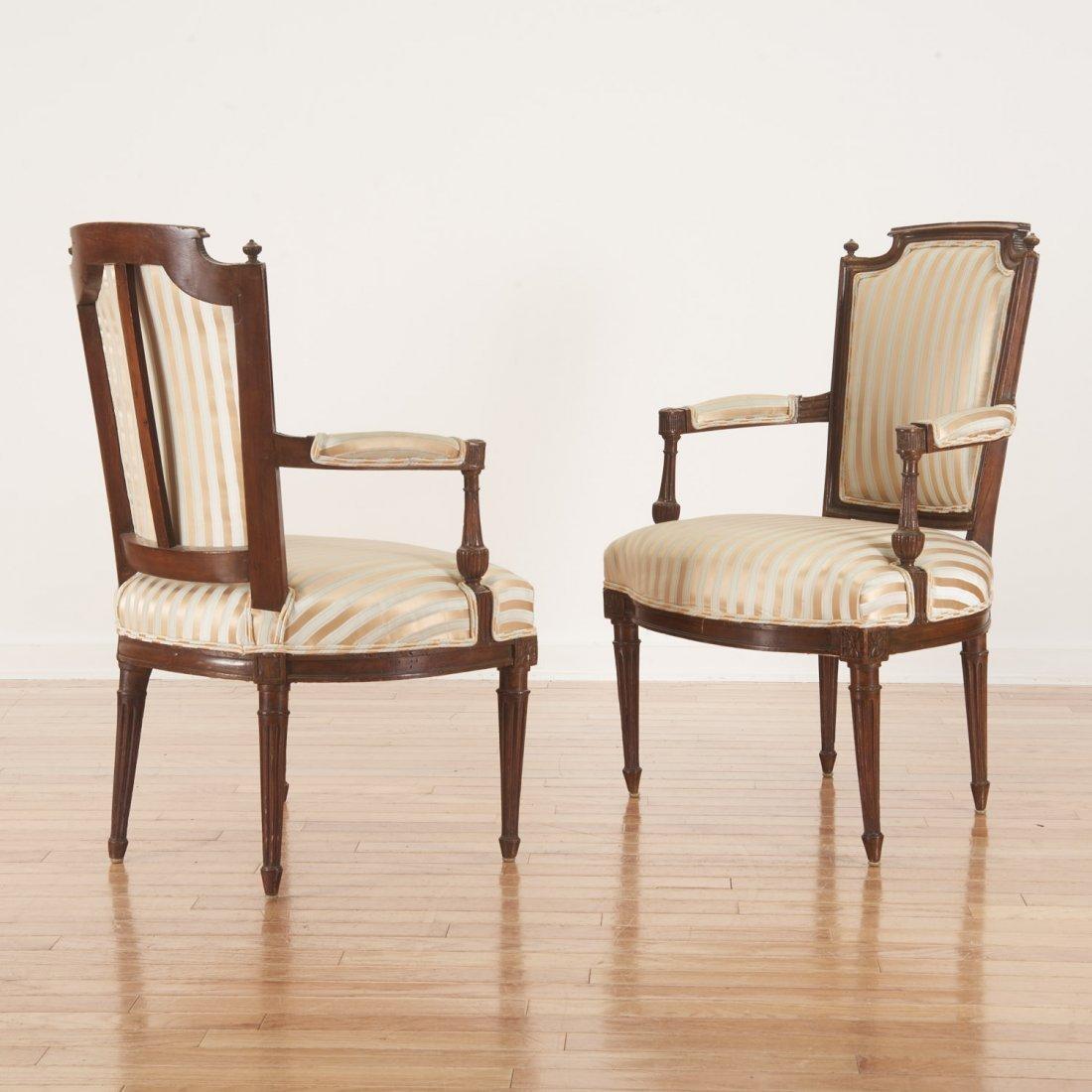 Pr Directoire silk upholstered mahogany fauteuils - 3