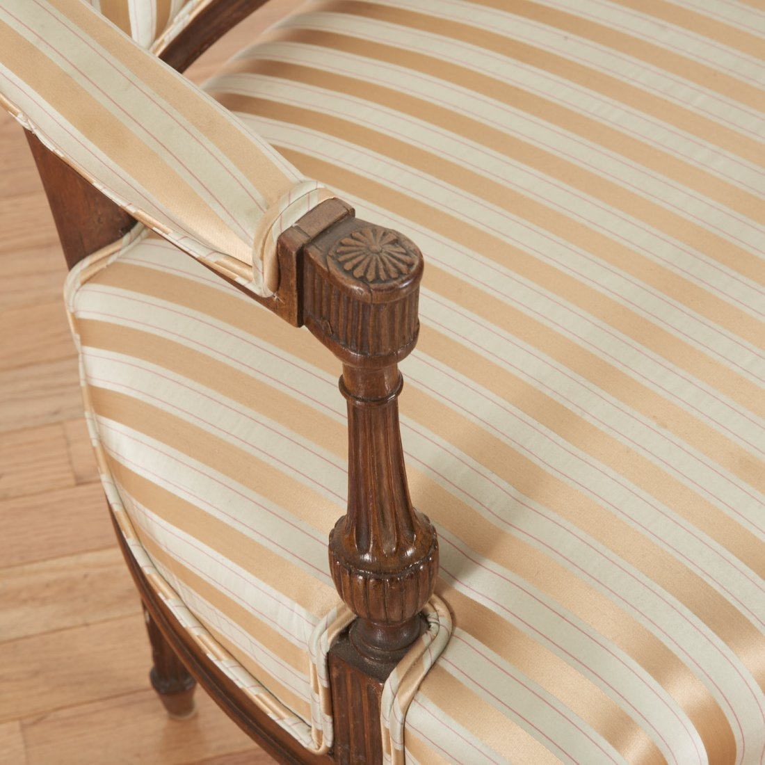 Pr Directoire silk upholstered mahogany fauteuils - 5