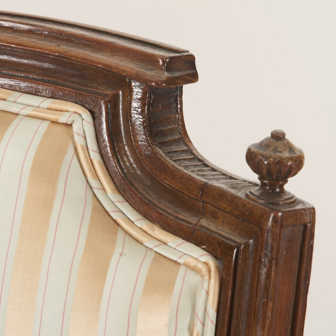 Pr Directoire silk upholstered mahogany fauteuils - 7