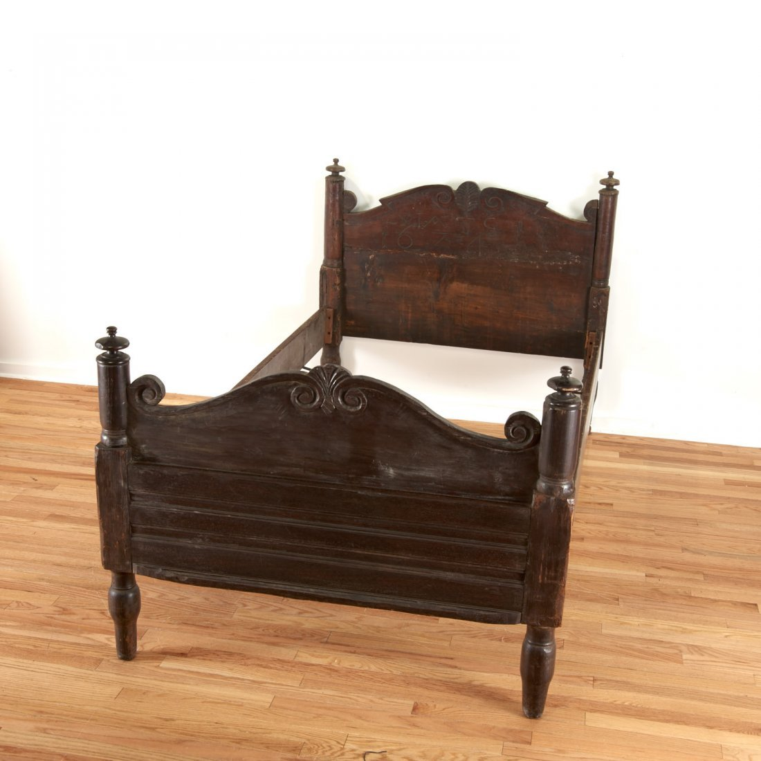 Pair Italian Baroque carved oak beds - 2