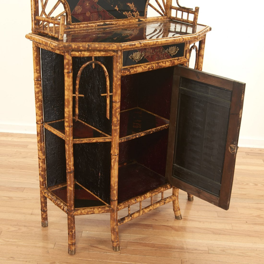 Victorian style chinoiserie lacquer etagere - 3
