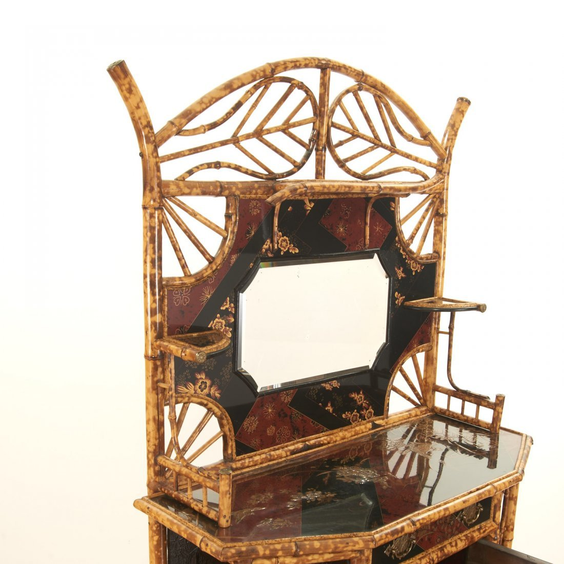 Victorian style chinoiserie lacquer etagere - 4