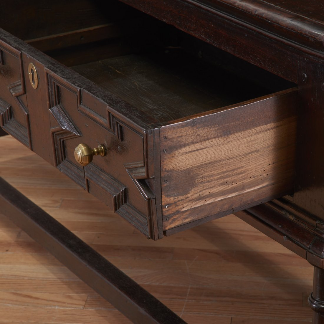 William and Mary oak sideboard - 3