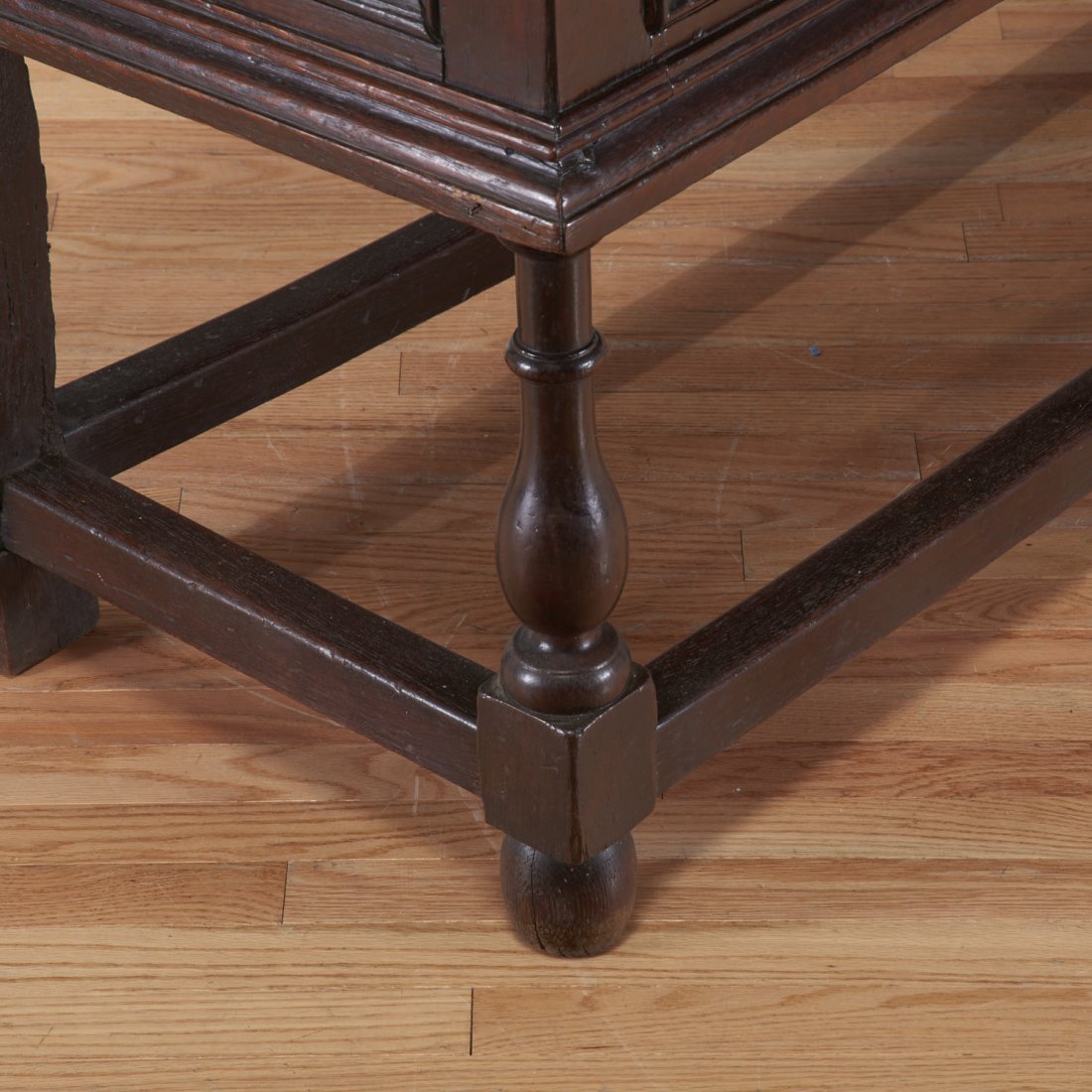William and Mary oak sideboard - 5