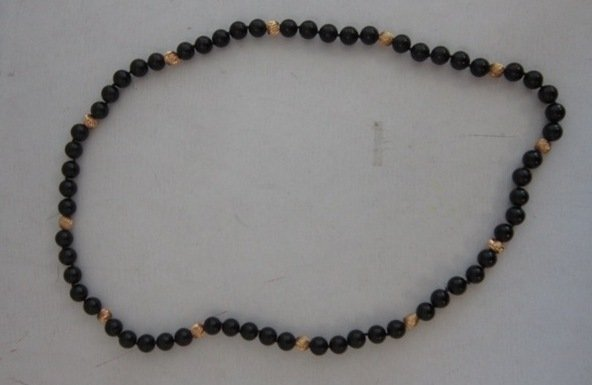 VINTAGE 14KT YELLOW GOLD AND ONYX BEADED NECKLACE
