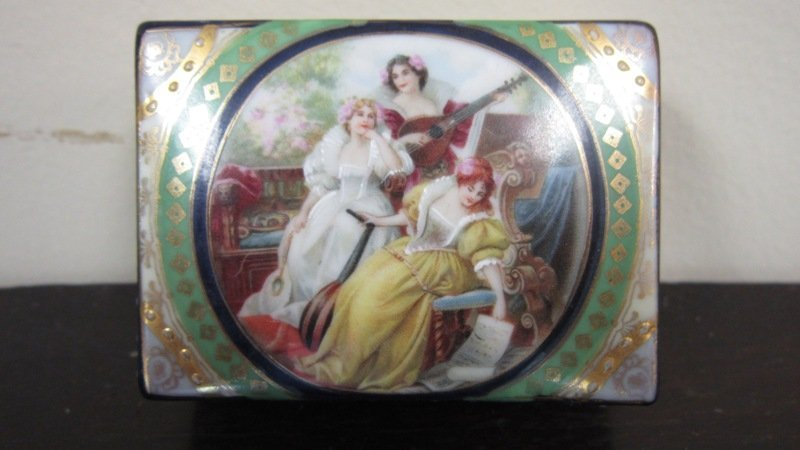 ANTIQUE HAND PAINTED ROYAL VIENNA COVERED BOX