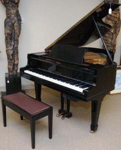 YAMAHA G-3 BABY GRAND PIANO
