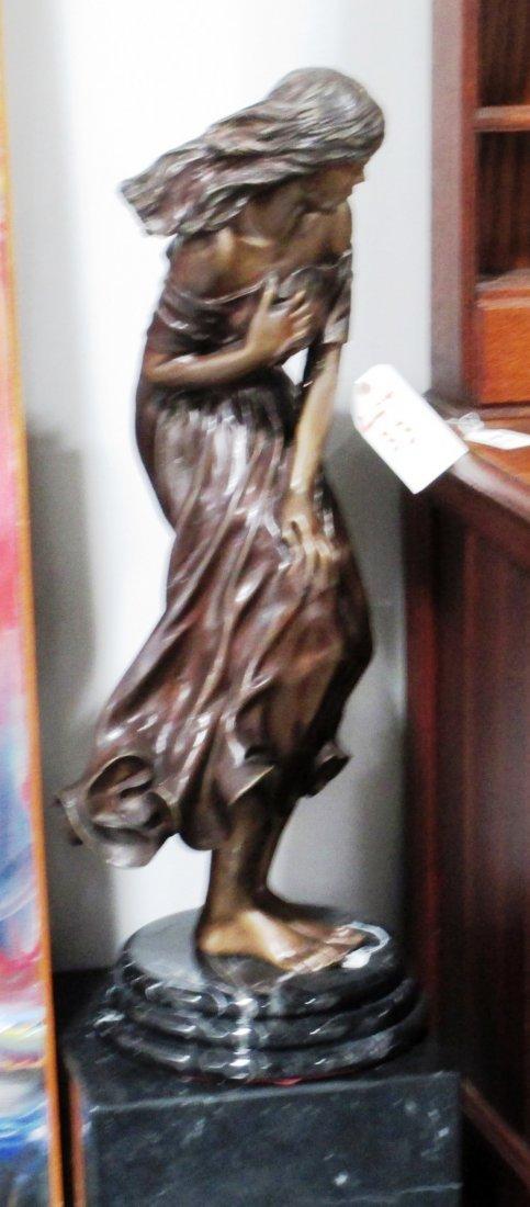 ELEGANT BRONZE STATUE OF DRAPED LADY