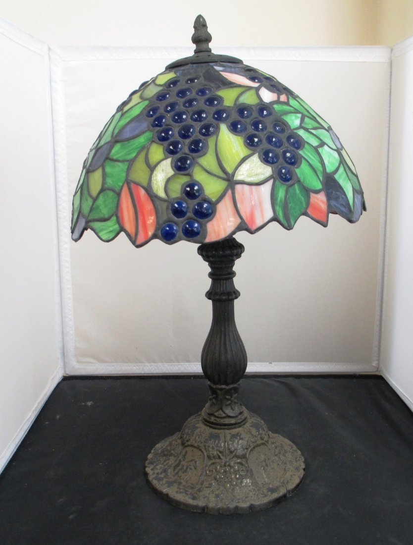 TIFFANY STYLE LAMP WITH STAINED GLASS SHADE