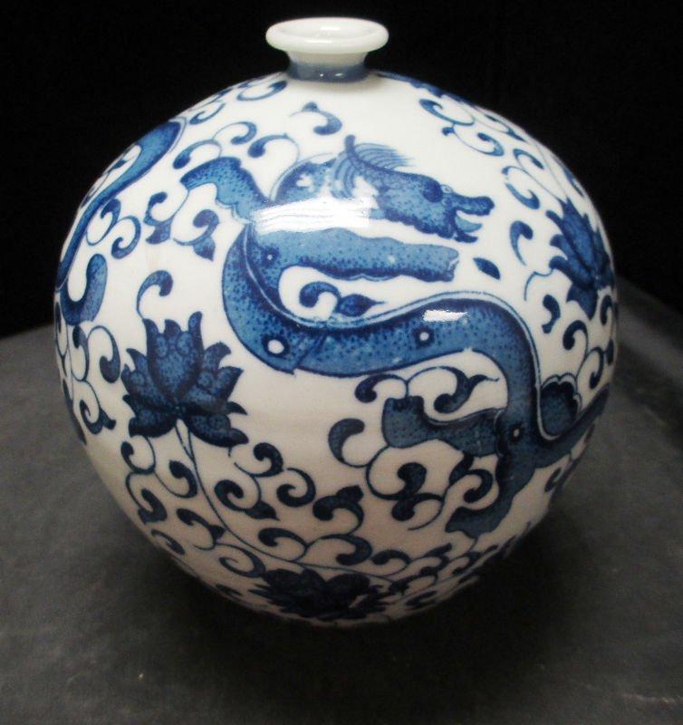 CHINESE BLUE & WHT PORCELAIN QINGLONG DRAGON VASE