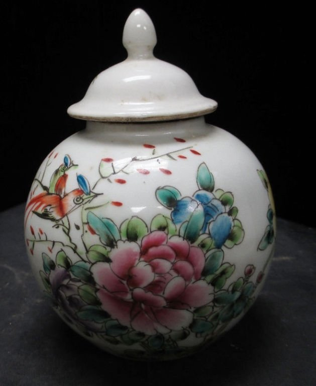 CHINESE PORCELAIN TONGZHI MARKED LIDDED VASE