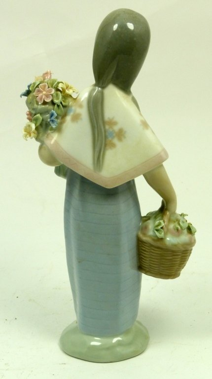 LLADRO GIRL WITH BASKET AND BOUQUET OF FLOWERS - 3