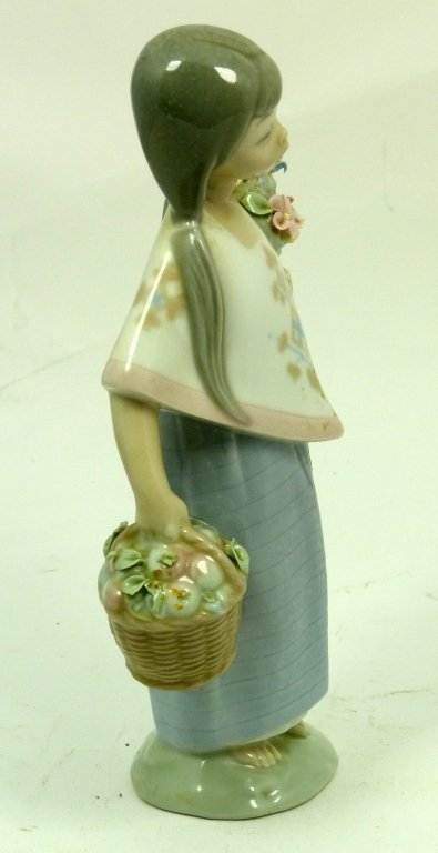 LLADRO GIRL WITH BASKET AND BOUQUET OF FLOWERS - 4